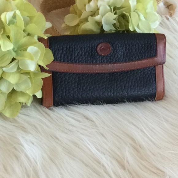 Dooney & Bourke Handbags - Vintage 💞Donney & BOURKE 💞wallet